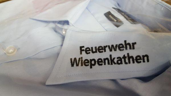 Feuerwehr Diensthemd bestickt mit FEUERWEHR u. ORTSNAMEN