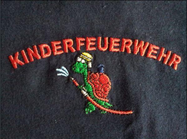 Badeshorts + T-Shirt mit gesticktem KINDERFEUERWEHR und Motiv